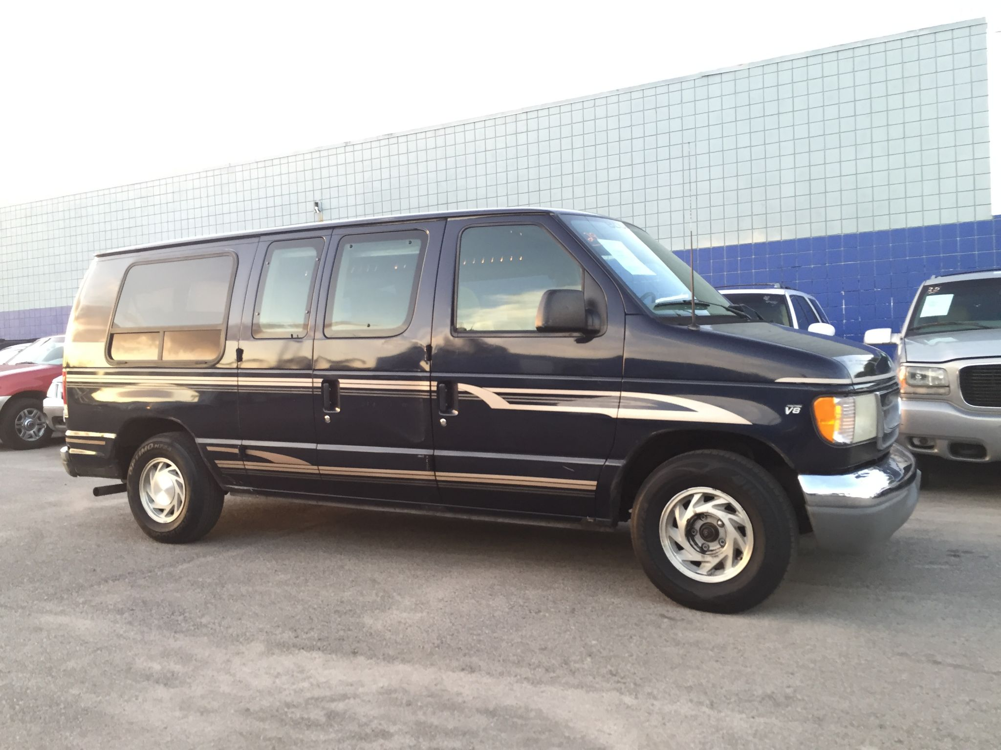 used 2000 ford econoline cargo van 8 passenger at city. Black Bedroom Furniture Sets. Home Design Ideas