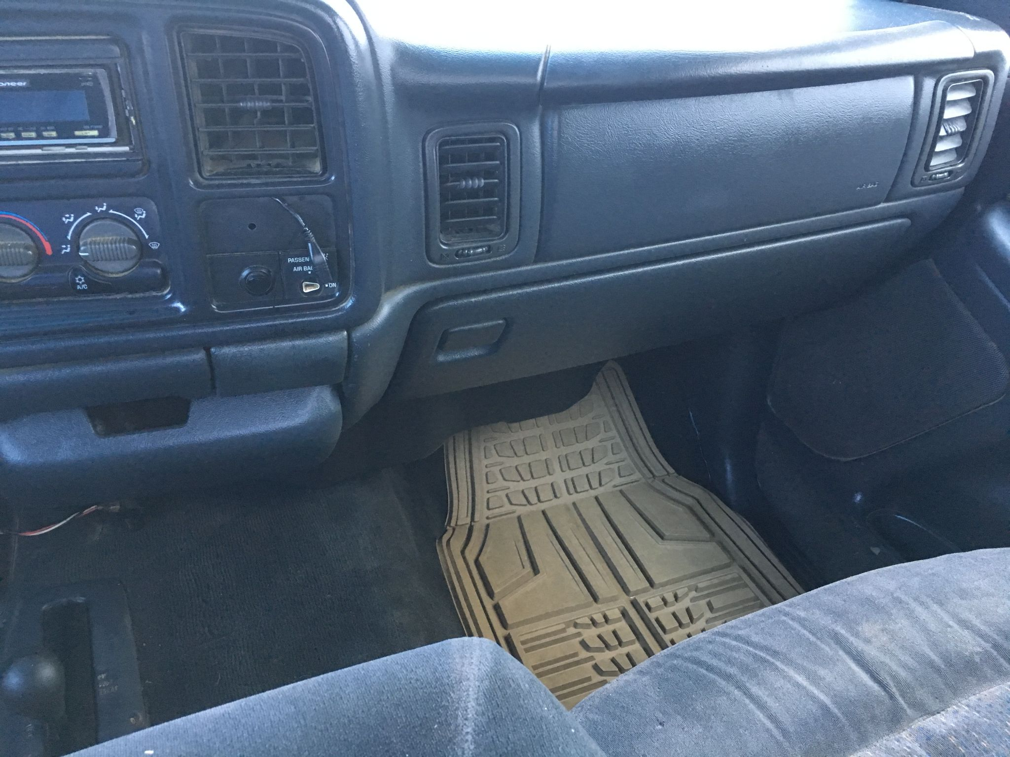 2000 Chevrolet Silverado 1500 LS