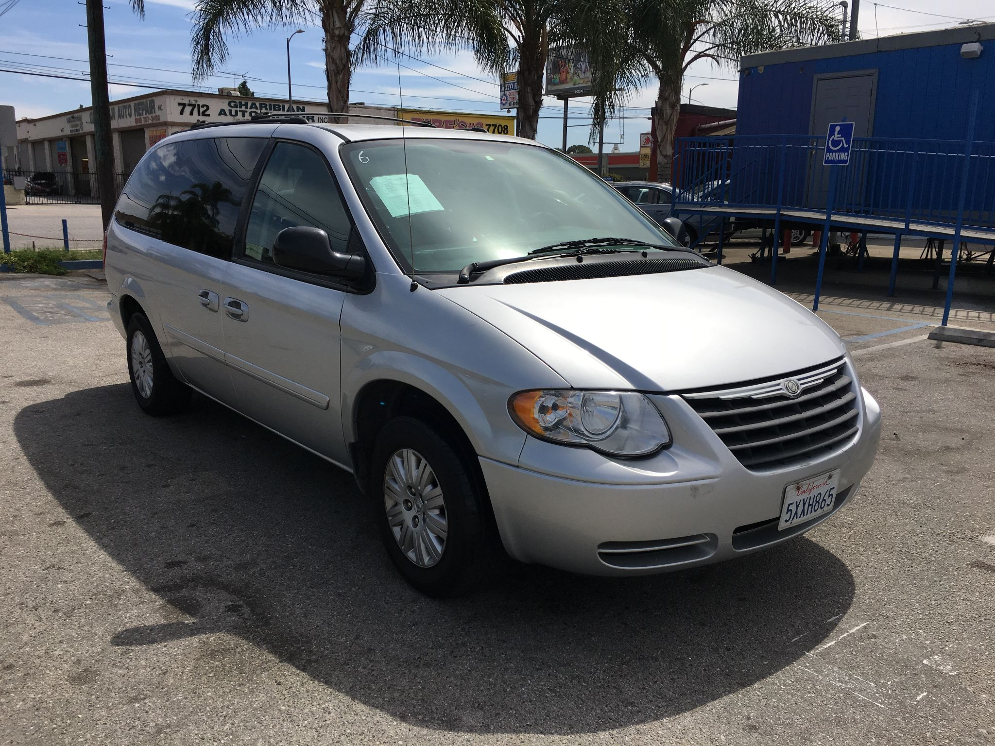 2006 Chrysler Town & Country LX