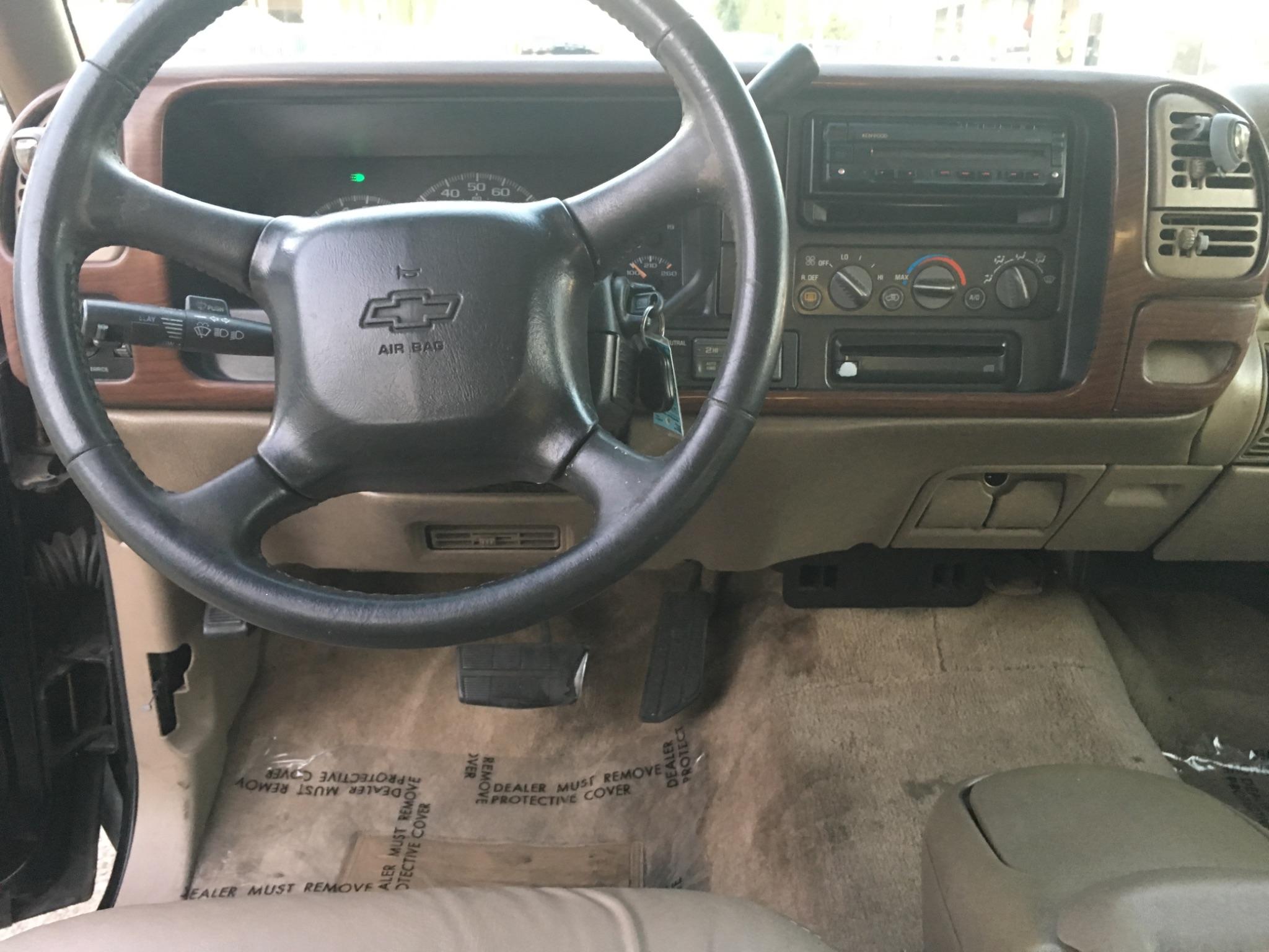 1999 Chevrolet Suburban LT