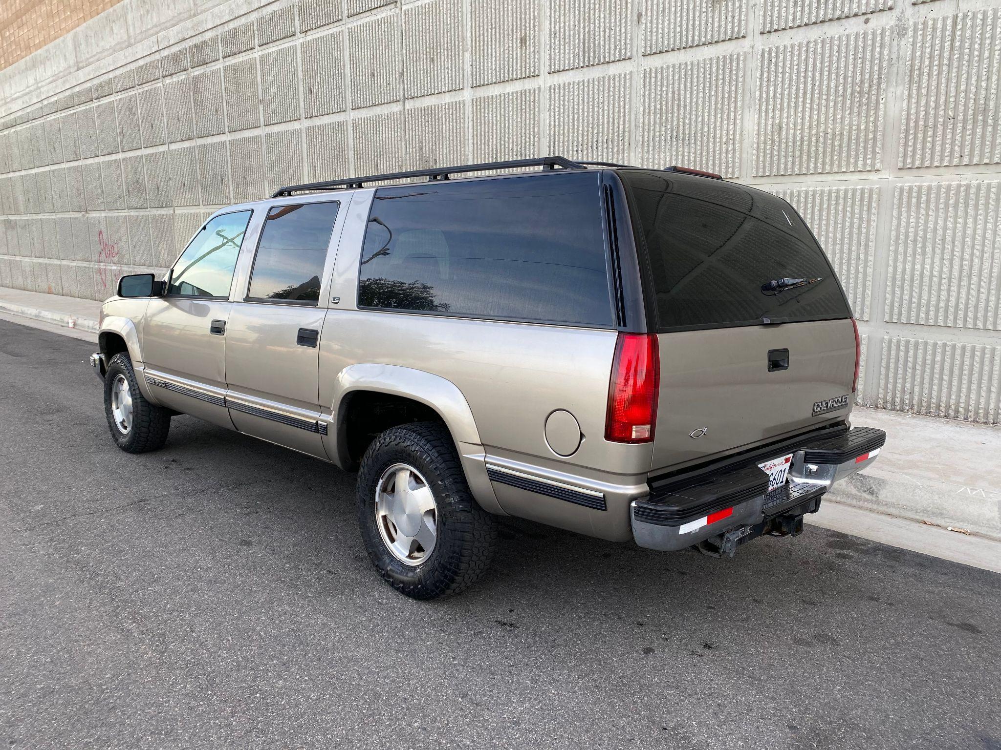 1999 Chevrolet Suburban LS
